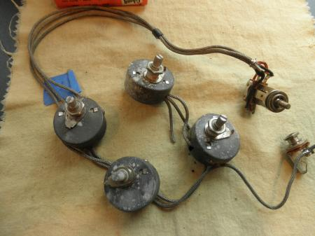 4df34f31af0d86d40320694dd5d20938 orig gibson les paul & more pots & wiring harness wiring harness les paul at mifinder.co