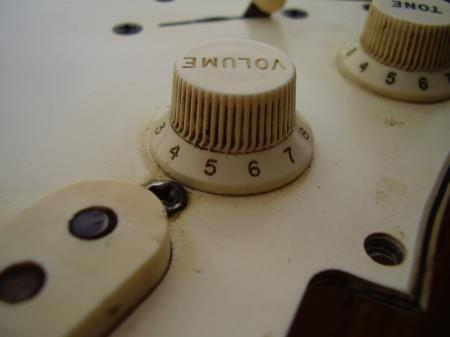 1965 ORIG VOL & TONE KNOBS